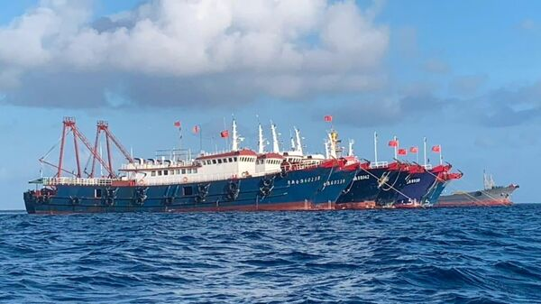 Chinese vessels, believed to be manned by Chinese maritime militia personnel, are seen at Whitsun Reef, South China Sea on March 27, 2021. Picture taken March 27, 2021 - Sputnik International
