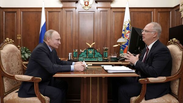 Russian President Vladimir Putin attends a meeting with head of the Russian Direct Investment Fund Kirill Dmitriev in Moscow, Russia April 2, 2021 - Sputnik International