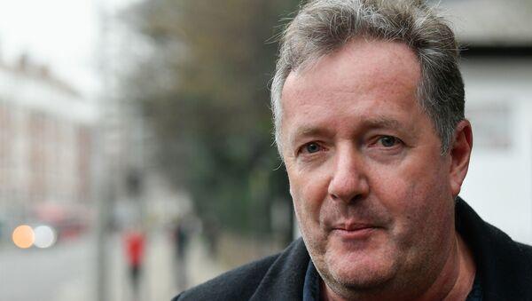 Piers Morgan walks with his daughter Elise in London - Sputnik International