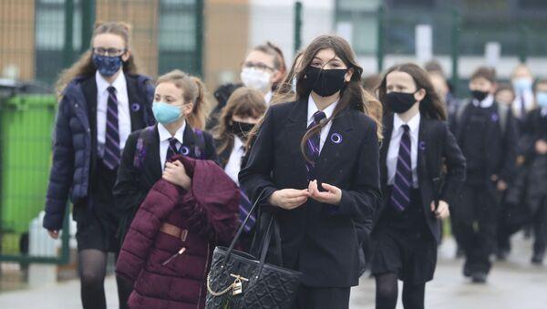 Pupils arrive at Outwood Academy in Woodlands, Doncaster, England, Monday March 8, 2021. - Sputnik International