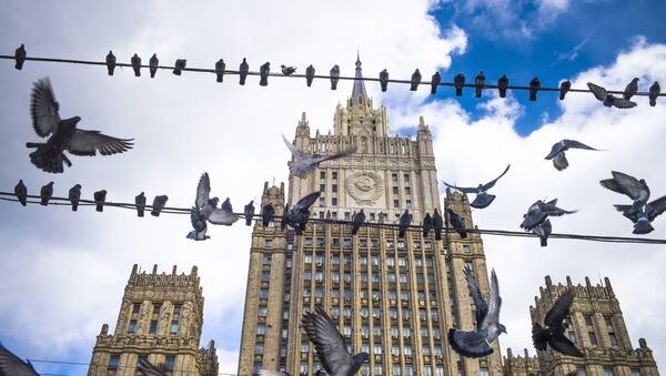 Pigeons take off from wires in front of the Russian Foreign Ministry building, in Moscow, Russia, Thursday, March 29, 2018. - Sputnik International