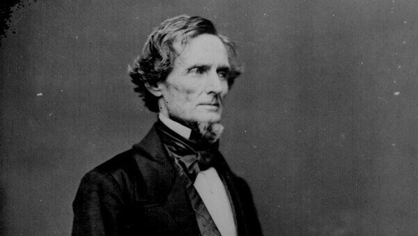 President Jefferson Davis, three-quarter-length, standing. Photographed by Mathew B. Brady before the war. - Sputnik International