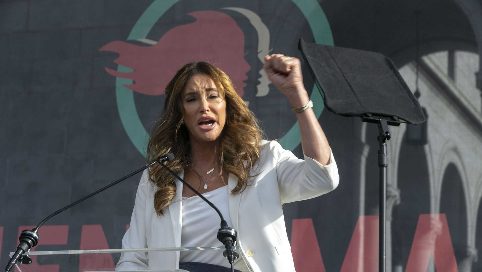 Transgender rights activist Caitlyn Jenner speaks at the 4th Women's March in Los Angeles on Saturday, Jan. 18, 2020. Thousands gathered in cities across the country Saturday as part of the nationwide Women's March rallies focused on issues such as climate change, pay equity, reproductive rights and immigration. (AP Photo/Damian Dovarganes) - Sputnik International, 1920, 04.05.2021