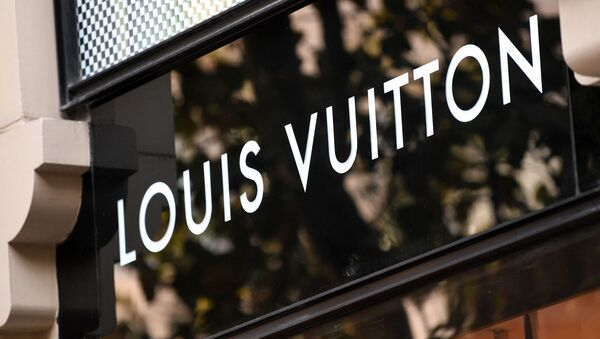 This picture shows the logo of French brand Louis Vuitton at a branch in the upmarket Nisantasi district in Istanbul, Turkey on 26 October 2020. - Sputnik International