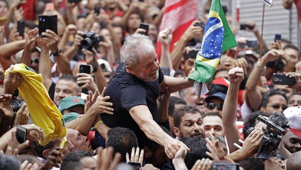 Former Brazilian President Luiz Inacio Lula da Silva is carried by supporters during a rally at the Metal Workers Union headquarters, in Sao Bernardo do Campo, Brazil, 9 November 2019 - Sputnik International