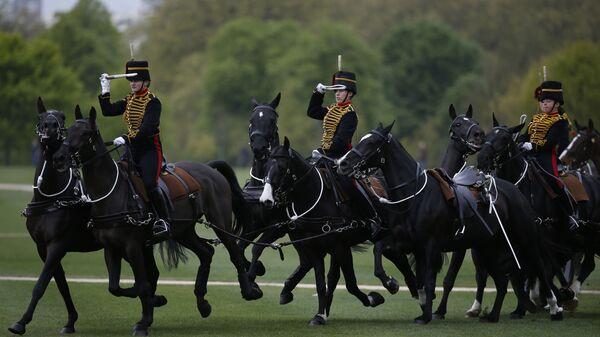 Members of the King's Troop Royal Horse Artillery take part in a ceremonial 41 gun salute in Hyde Park to mark Britain's Queen Elizabeth II 's 91st birthday, in London, Friday, April 21, 2017.  - Sputnik International