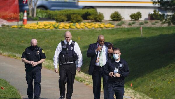 Police walk near the scene of a shooting at a business park in Frederick, Md., Tuesday, April 6, 2021. - Sputnik International