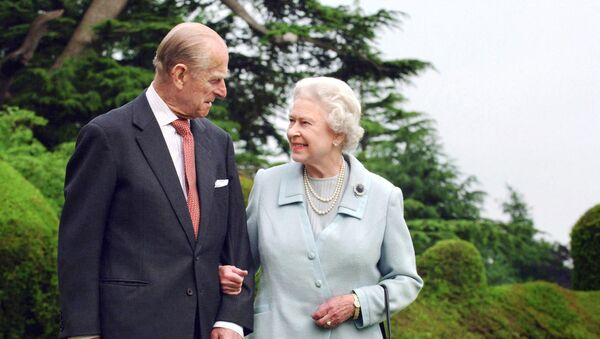 (FILES) In this file photo taken in 2007 and released 18 November 2007 shows Britain's Queen Elizabeth II and her husband, Britain's Prince Philip, Duke of Edinburgh (L) walking at Broadlands, Hampshire, earlier in the year. - Sputnik International