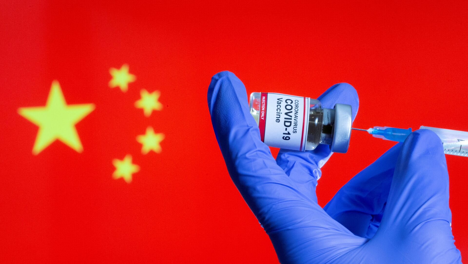 FILE PHOTO: FILE PHOTO: A woman holds a small bottle labeled with a Coronavirus COVID-19 Vaccine sticker and a medical syringe in front of displayed China flag in this illustration taken, October 30, 2020 - Sputnik International, 1920, 07.08.2021