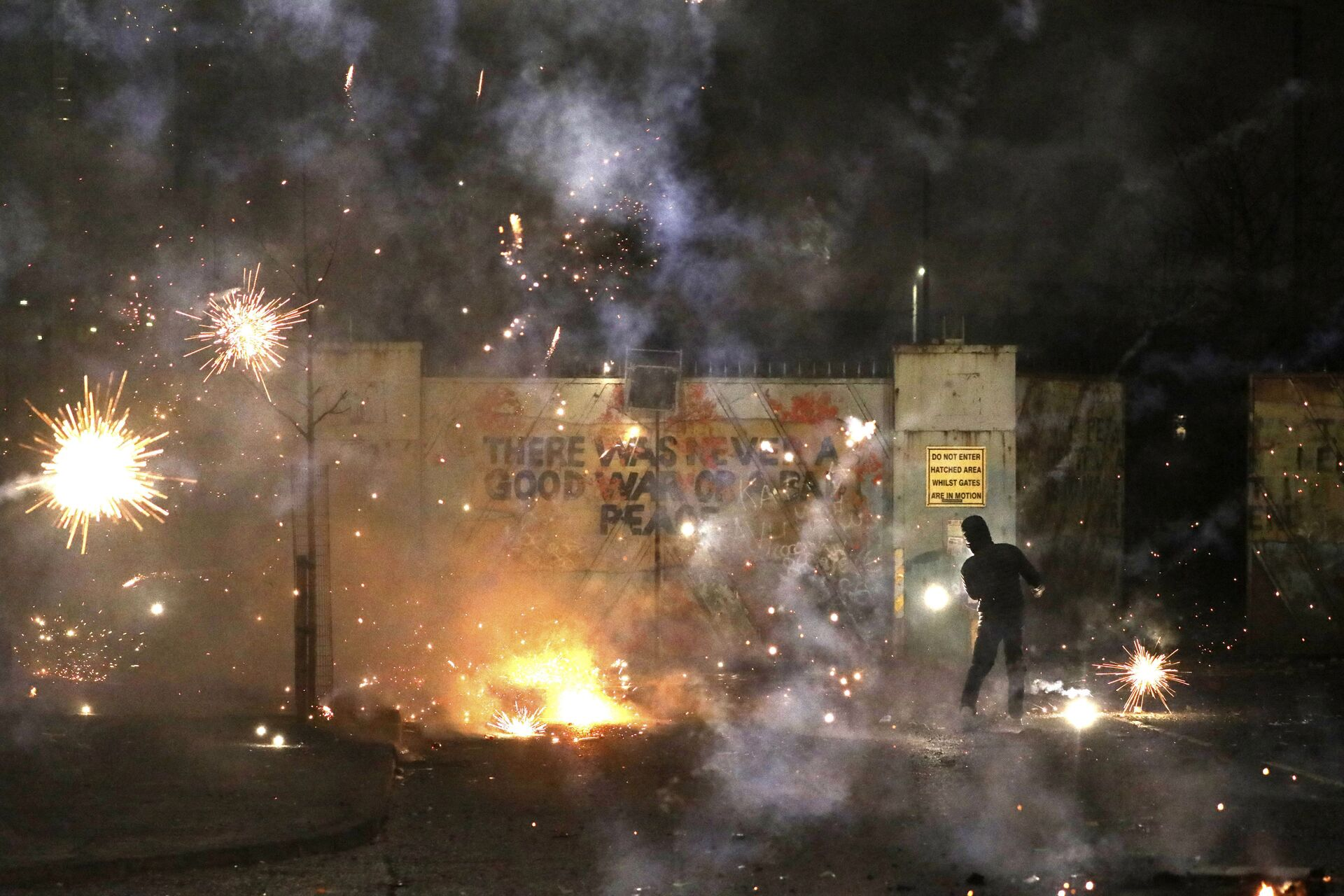 Fireworks explode as Nationalist and Loyalist rioters clash with one another at the peace wall on Lanark Way in West Belfast, Northern Ireland, Wednesday, April 7, 2021 - Sputnik International, 1920, 13.10.2021