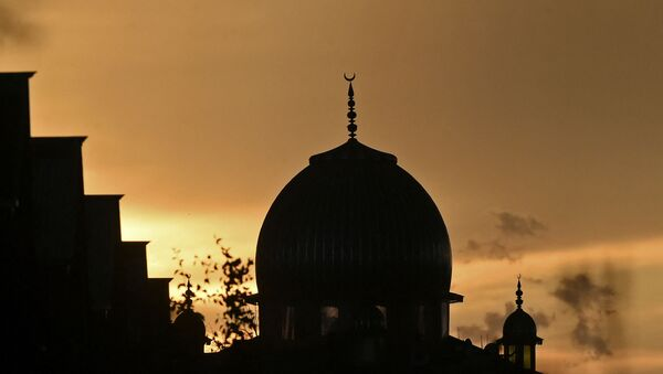 A sunset over a mosque is seen during the holy month of Ramadan in Srinagar on May 16, 2020.  - Sputnik International