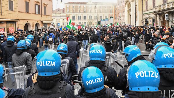 Protesters (Rear) face a line of anti-riot Police officers on April 12, 2021 on Piazza San Silvestro in central Rome during a demonstration of restaurant owners and workers, entrepreneurs and small businesses owners, demanding the easing of lockdown restrictions and financial assistance from the government, during the Covid-19 coronavirus pandemic.  - Sputnik International