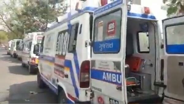 Happening right now: 108 ambulances with Covid patients waiting for 4-6 hours outside Ahmedabad Civil Hospital - Sputnik International