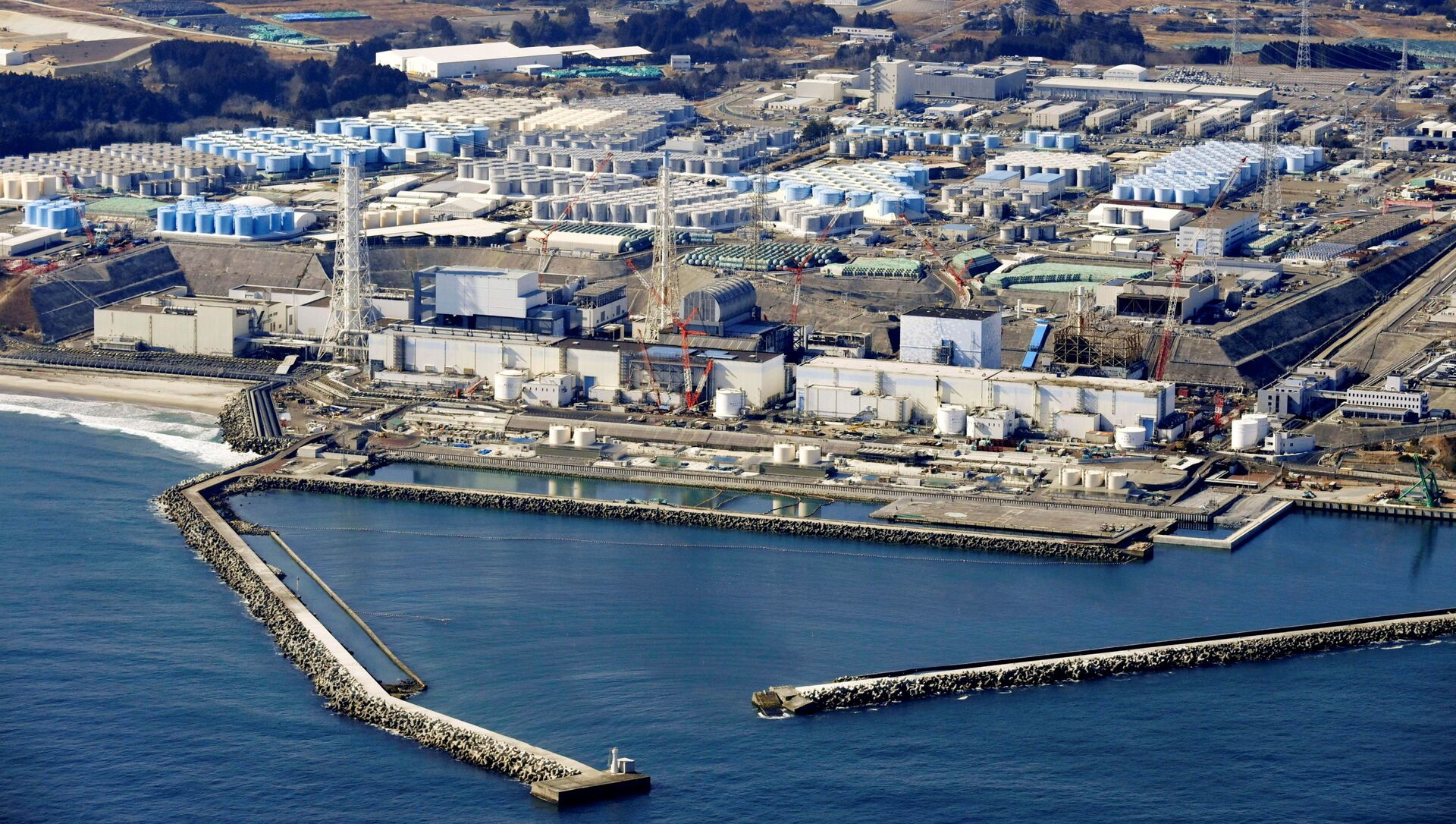 An aerial view shows the storage tanks for treated water at the tsunami-crippled Fukushima Daiichi nuclear power plant in Okuma town, Fukushima prefecture, Japan February 13, 2021, in this photo taken by Kyodo. - Sputnik International, 1920, 26.08.2021