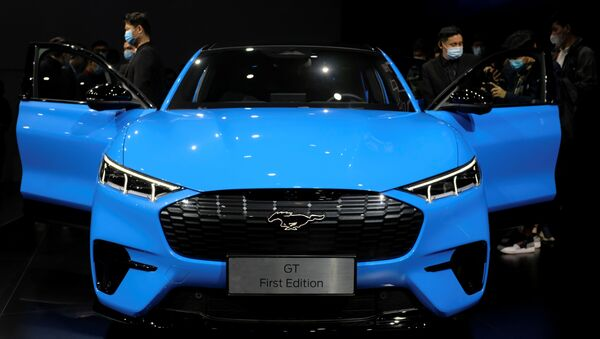 Visitors check on a Ford Mustang Mach-E electric vehicle displayed at a launch event in Shanghai, China April 13, 2021 - Sputnik International