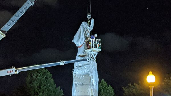 A statue of Christopher Columbus at Grant Park in Chicago is removed early on July 24, 2020. - Sputnik International