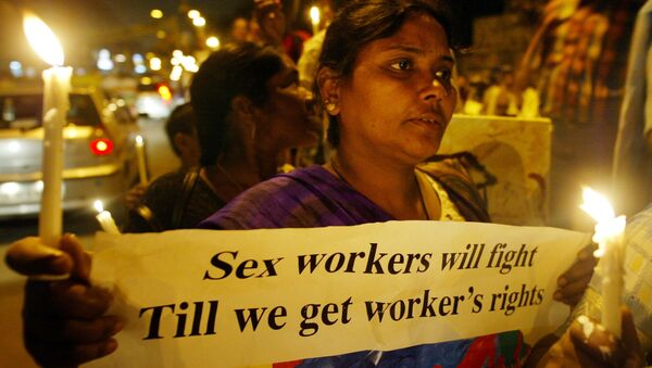 Activists of the Darbar Mahila Samanwaya Committee, a forum of 65,000 sex workers based in West Bengal, publicize a rally scheduled for March 8, at a red light area in New Delhi, India, Friday, March 3, 2006 - Sputnik International