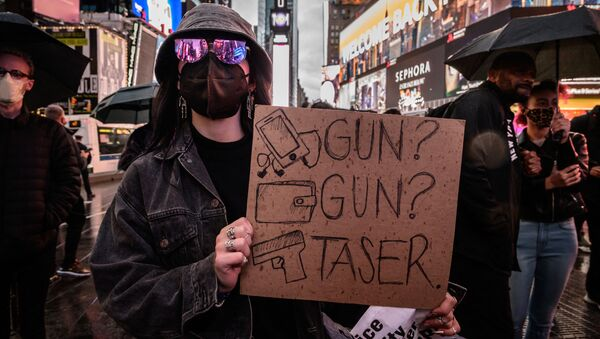 Protesters and activists attend a vigil for Daunte Wright and others killed during police confrontations, at Times Square in New York city on April 16, 2021. - Sputnik International