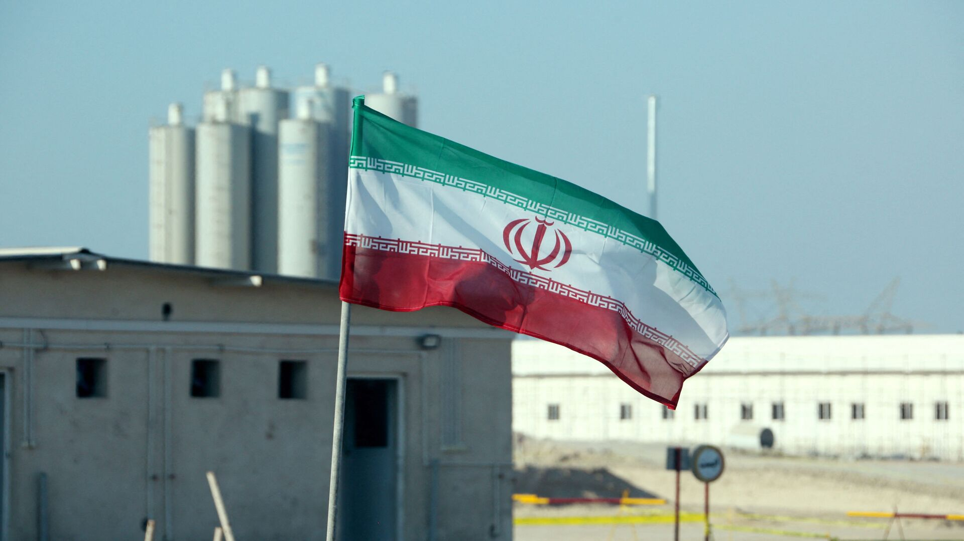 A picture taken on November 10, 2019, shows an Iranian flag in Iran's Bushehr nuclear power plant, during an official ceremony to kick-start works on a second reactor at the facility - Sputnik International, 1920, 24.09.2021