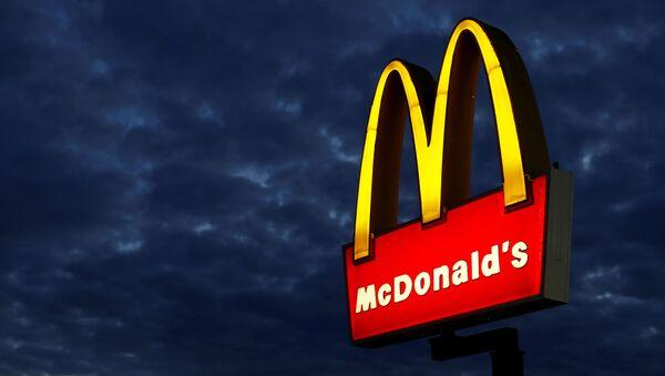 A McDonald's restaurant is pictured in Encinitas, California September 9, 2014. - Sputnik International