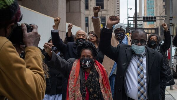 Philonise Floyd, brother of George Floyd, raises his fist as he arrives with family members, Reverend Al Sharpton, Congresswoman Sheila Jackson Lee and attorney Adner Marcelin to the Hennepin County Government Center for closing arguments in the murder trial of former police officer Derek Chauvin, who is facing murder charges in the death of George Floyd, in Minneapolis, Minnesota, U.S., April 19, 2021.  - Sputnik International