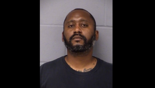 An April 18, 2021, Facebook post from the Austin Police Department shows 41-year-old Stephen Broderick, a 5'7 tall man who is the primary suspect in an April 18 shooting that killed three people.  - Sputnik International