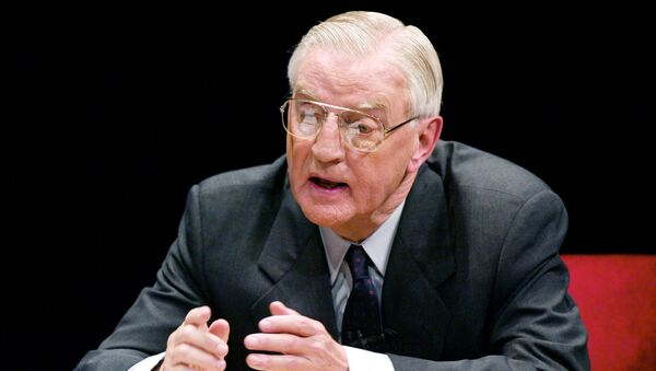Minnesota Democratic candidate for the U.S. Senate and former Vice President Walter Mondale makes a point during his debate with Republican candidate Norm Coleman at the Fitzgerald Theater in St. Paul, Minnesota, November 4, 2002 - Sputnik International