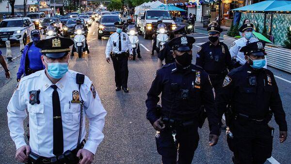 Полиция Нью-Йорка после вынесения вердикта экс-полицейскому Дереку Шовину - Sputnik International