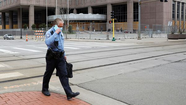 A Minneapolis police officer walks past the Hennepin County Public Safety Facility, during the trial of former police officer Derek Chauvin for the killing of George Floyd, and ongoing unrest following the killing of Daunte Wright by a police officer, in Minneapolis, Minnesota, U.S., April 14, 2021. - Sputnik International