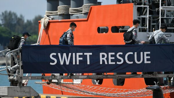Officers board Singapore Navy's MV Swift Rescue ahead of rescue efforts for Indonesia's missing submarine KRI Nanggala-402, in Singapore April 21, 2021, in this image obtained from social media.  - Sputnik International