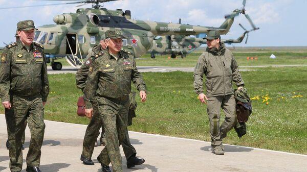 Russian Defence Minister Sergei Shoigu during military drills in Crimea, 22 April 2021 - Sputnik International