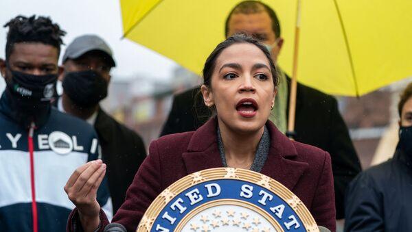 U.S. Senate Majority Leader Schumer and Rep. Ocasio-Cortez speak at news conference in New York - Sputnik International