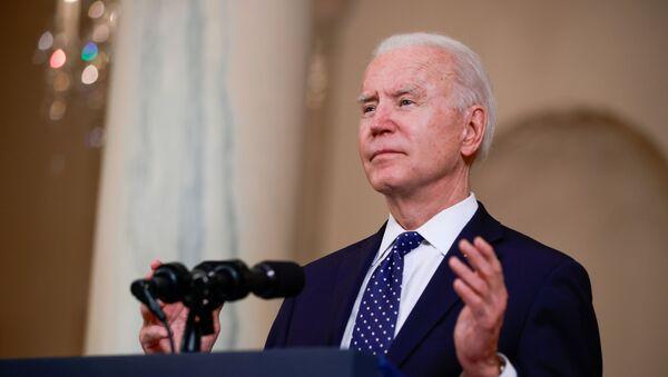 U.S. President Joe Biden speaks in the Cross Hall at the White House in Washington - Sputnik International