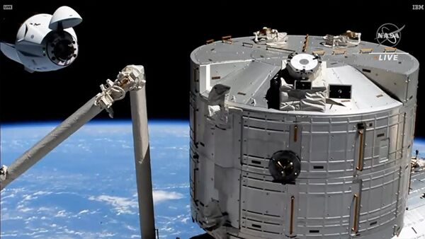 The SpaceX Crew Dragon approaches its space station docking port with the Kibo laboratory module in the foreground. - Sputnik International
