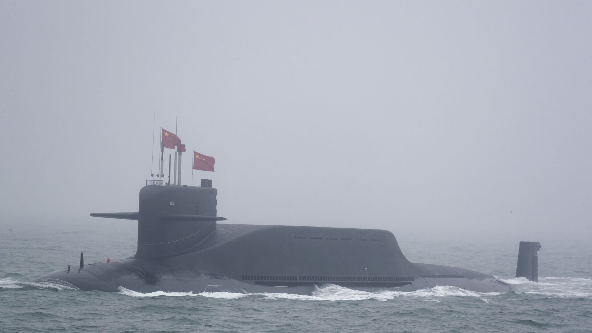 A new type 094A Jin-class nuclear submarine Long March 10 of the Chinese People's Liberation Army (PLA) Navy participates in a naval parade to commemorate the 70th anniversary of the founding of China's PLA Navy in the sea near Qingdao in eastern China's Shandong province, Tuesday, April 23, 2019 - Sputnik International, 1920, 03.05.2021