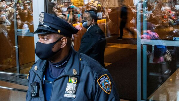 An officer from the New York Police Department (NYPD) stands guard as people march during a Stop Asian Hate rally in New York City, U.S., April 4, 2021. - Sputnik International