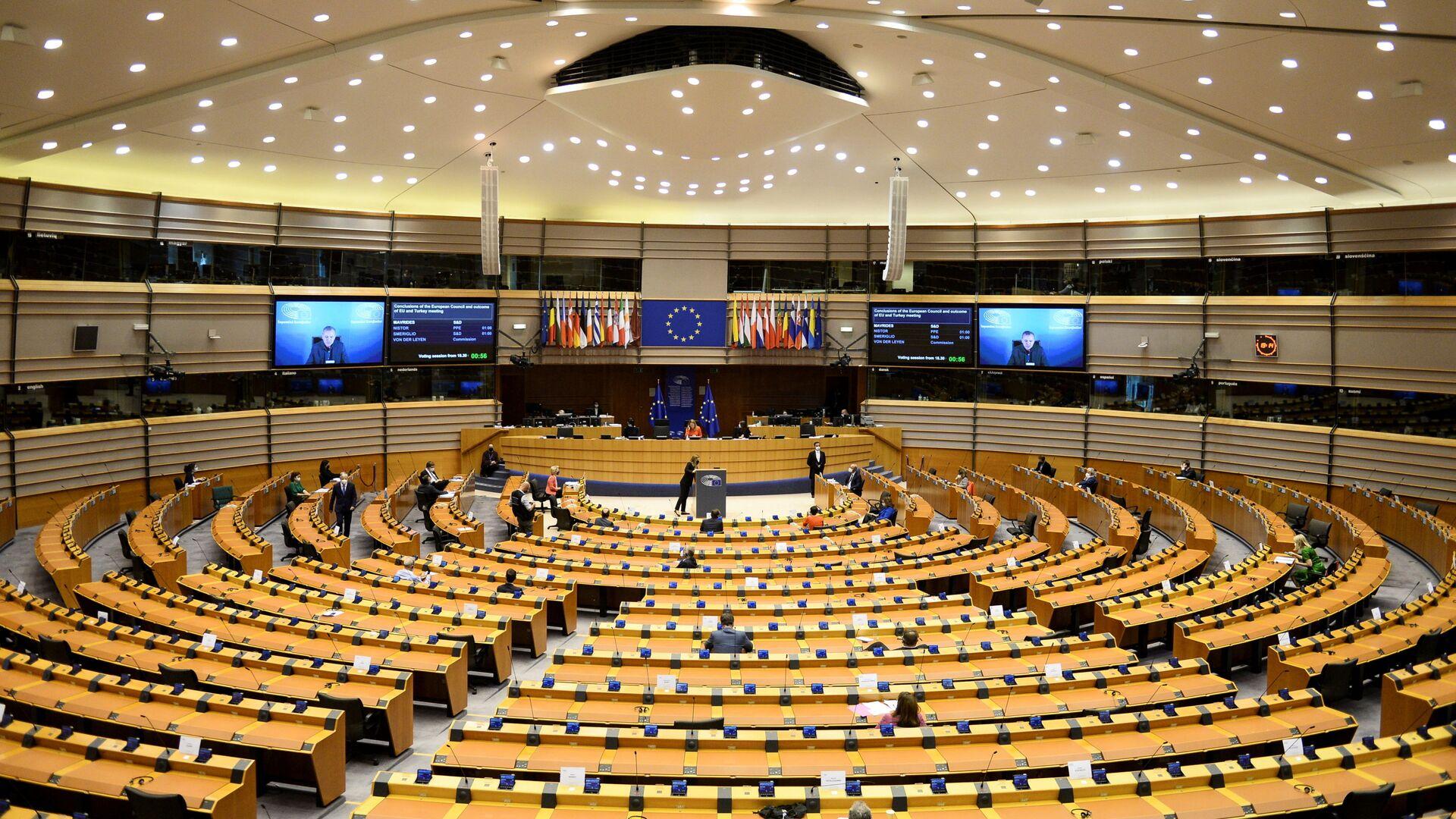 European Council President Charles Michel and European Commission President Ursula von der Leyen attend the EU Parliament plenary session in Brussels, Belgium April 26, 2021 - Sputnik International, 1920, 16.09.2021