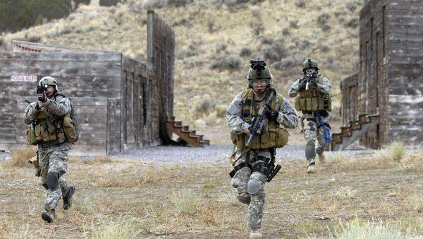 U.S. Army Soldiers from the 19th Special Forces, Utah National Guard conduct an urban village assault Nov. 13, 2007, at Camp Williams, Utah, during an extraction of a simulated downed pilot as a part of a Combat Search and Rescue (CSAR) Integration exercise. - Sputnik International