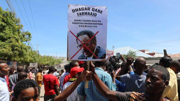 Protesters demonstrate against Somalia's President Mohamed Abdullahi Mohamed on the streets of Yaqshid district of Mogadishu, Somalia April 25, 2021 - Sputnik International