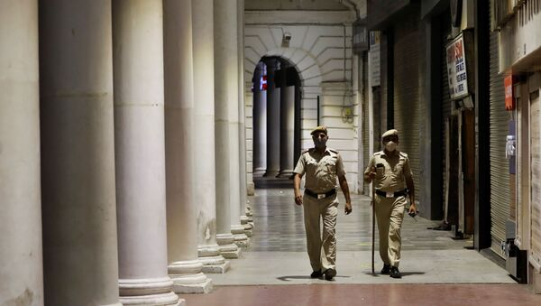 Police officers patrol in front of closed shops at a market area during a curfew to limit the spread of the coronavirus disease (COVID-19), in New Delhi, India, 6 April 2021. - Sputnik International