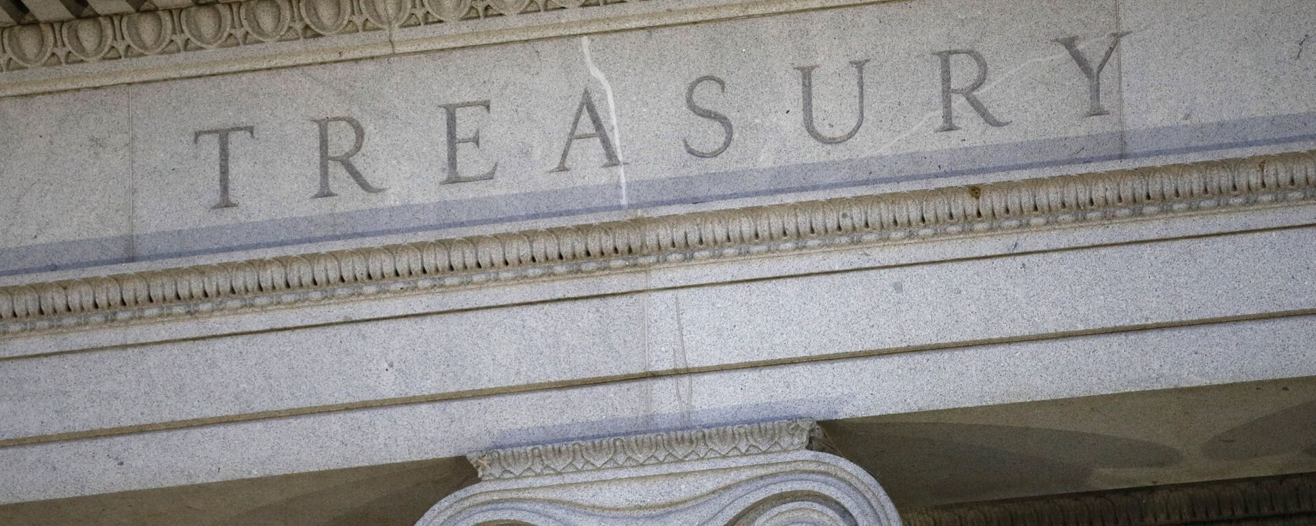 This June 6, 2019, file photo shows the U.S. Treasury Department building at dusk in Washington.  The U.S. Treasury has removed Vietnam and Switzerland from the list of nations labeled as currency manipulators, reversing a decision made by the Trump administration in December - Sputnik International, 1920