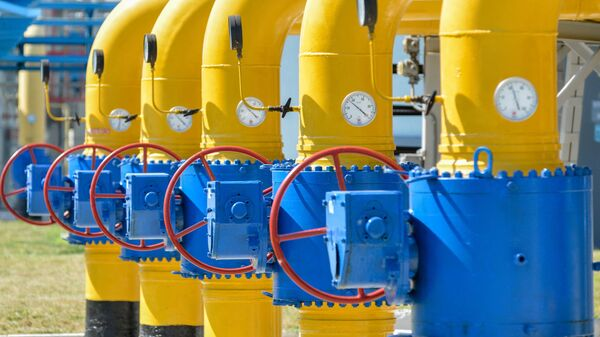 A picture shows a partial view of a compressor station of Ukraine's Naftogaz national oil and gas company near the northeastern Ukrainian city of Kharkiv on August 5, 2014 - Sputnik International