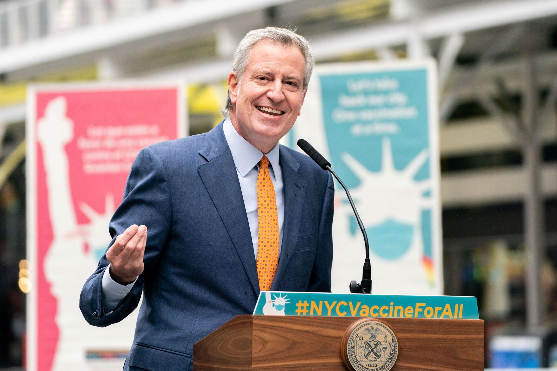 New York City Mayor Bill de Blasio speaks during the opening of the Broadway vaccination site amid coronavirus disease (COVID-19) pandemic in New York City, U.S., April 12, 2021 - Sputnik International, 1920, 07.09.2021