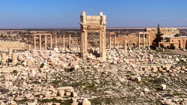 The view shows ruins of Palmyra, an ancient Semitic city and historical architectural monument in present-day Homs Governorate, outside Damascus, Syria. - Sputnik International