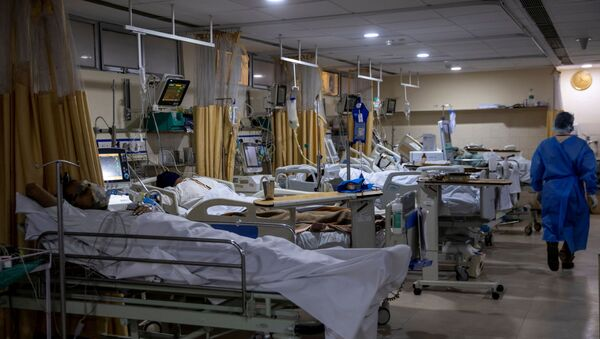 Patients suffering from the coronavirus disease (COVID-19) are seen inside the ICU ward at Holy Family Hospital in New Delhi, India - Sputnik International