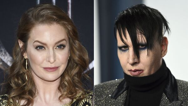In this combination photo, actress Esmé Bianco appears at HBO's Game of Thrones final season premiere in New York on April 3, 2019, left, and musician Marilyn Manson appears at the Vanity Fair Oscar Party in Beverly Hills, Calif. on Feb. 9, 2020. - Sputnik International