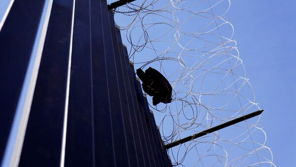 A shirt from a migrant hangs on razor wire at the US border with Mexico in Calexico, California, US, 8 April 2021. - Sputnik International
