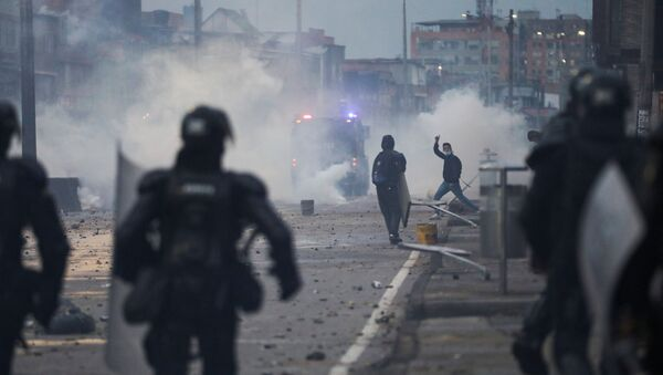 A demonstrator gestures during clashes with security forces during a protest against the tax reform of President Ivan Duque's government in Bogota, Colombia, April 30, 2021. - Sputnik International