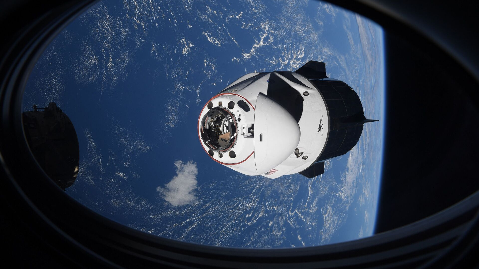 In this Saturday, April 24, 2021 photo made available by NASA, the SpaceX Crew Dragon capsule approaches the International Space Station for docking - Sputnik International, 1920, 18.09.2021