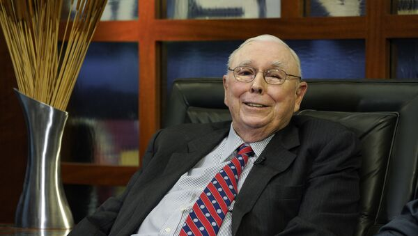 Berkshire Hathaway Vice Chairman Charlie Munger smiles during an interview in Omaha, Neb., Monday, May 7, 2018, with Liz Claman on Fox Business Network's Countdown to the Closing Bell. - Sputnik International